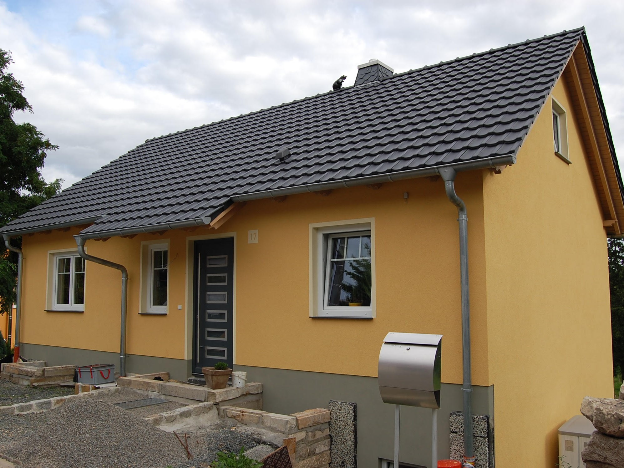 Dachstuhl und Dach fertig